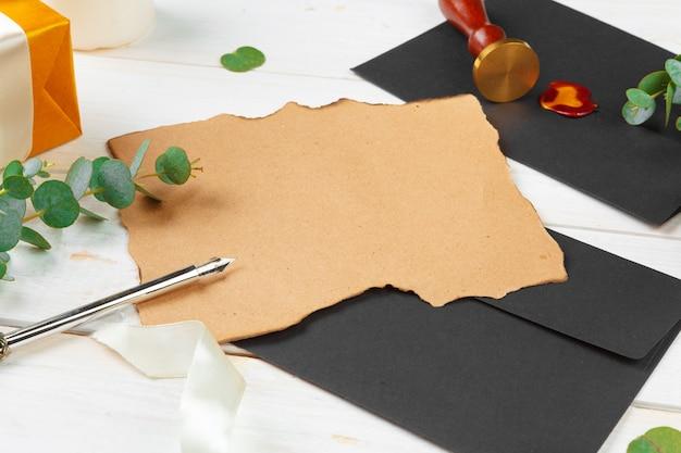 Odgórny widok robić liście dla nowego roku, bożego narodzenia pojęcia writing na drewnianym tle