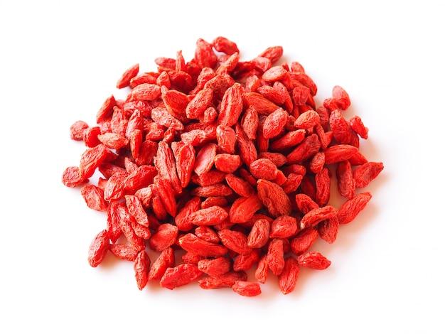 Odgórny widok wysuszone goji jagody, czerwona goji jagoda odizolowywająca.