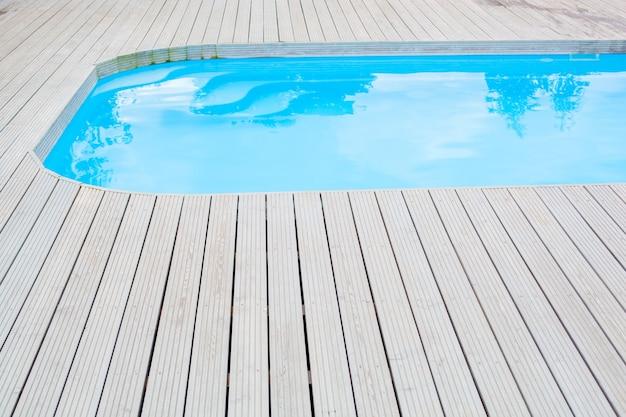 Odkryty basen na świeżym powietrzu