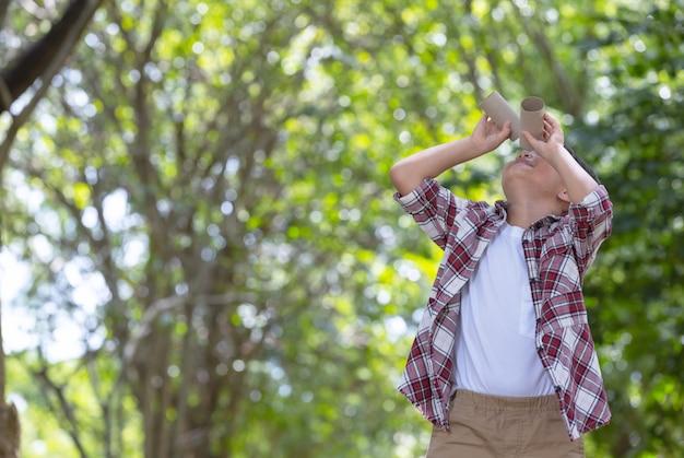 Odkrywanie natury i koncepcji letniego kempingu