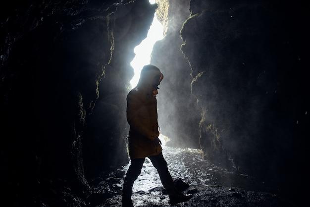 Odkrywca wanderlust odkrywa islandzkie cuda natury