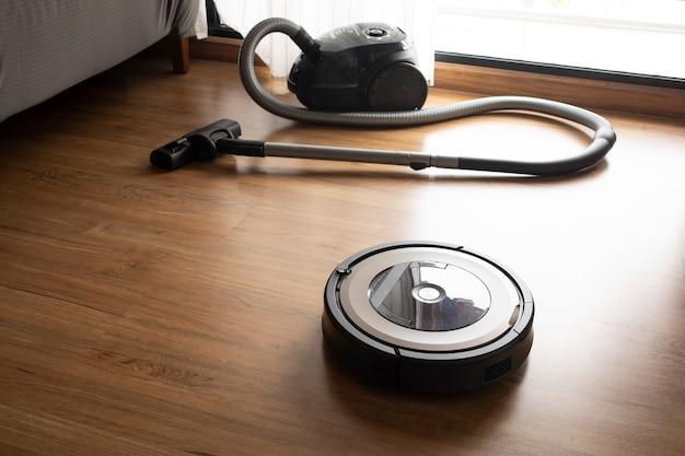 Odkurzacz z robotem na podłodze