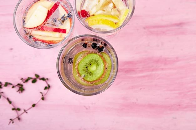 Odmiany wody zawierającej detox. dieta. zdrowy napój