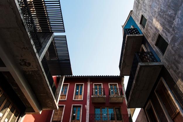 Odnowiony budynek starego miasta w bangkoku