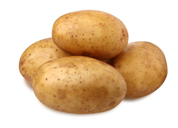 Odosobnione ziemniaki. stos ziemniaków na białym tle na białym tle ze ścieżką przycinającą. warzywa, warzywa korzeniowe z cieniem.