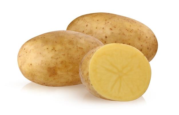 Odosobnione ziemniaki. zbiór ziemniaków na białym tle na białym tle ze ścieżką przycinającą. pęczek warzyw, dwa całe i pół.