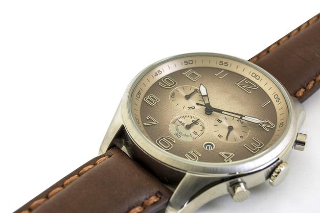 Odosobniony. ścieśniać. męskie zegarki są na białym tle. zgodnie ze wskazówkami zegara