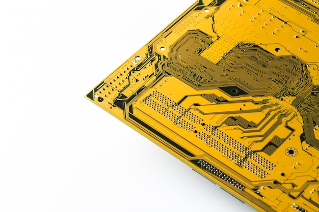 Odpady elektroniczne na białym tle