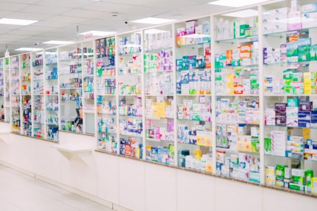 Odpierająca sklepu stołu apteki tła półki zamazana ostrość zamazuje lek medycyny sklepu apteki lekarstwa medycyny pustej farmaceutyki.