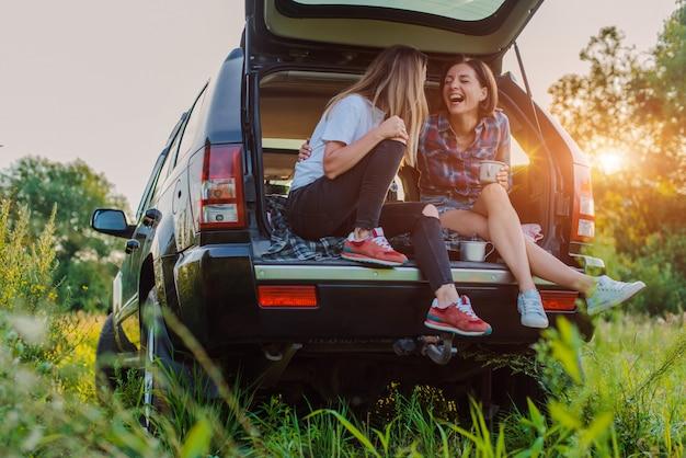 Odpoczynek i spotkania towarzyskie na pikniku z najlepszymi przyjaciółmi.