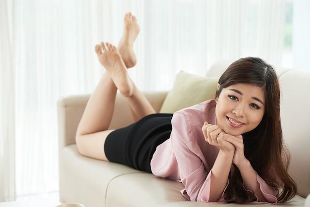 Odpoczywać na kanapie