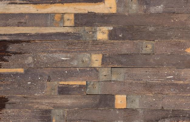 Odrapana stara wyblakła drewniana rustykalna ściana