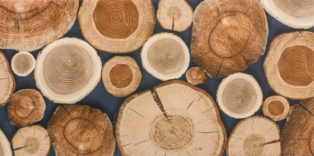 Odrapana stara wyblakły drewniana rustykalna ścianavintage twardego drewna
