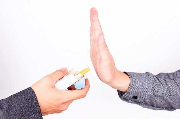 Odrzucenie, aby zapalić papierosa
