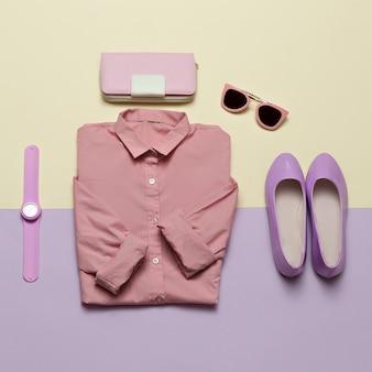 Odzież damska i akcesoria. torebka, zegarki, okulary przeciwsłoneczne. różowa koszula i buty. pastelowe kolory trend minimal summer
