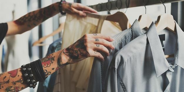 Odzieżowego wieszaka stojaka stroju szafy kostiumowy pojęcie