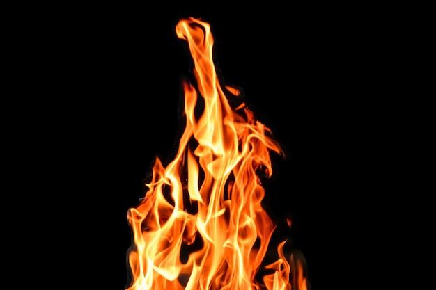 Ogień, płomienie na czarnym tle izolować. koncepcja ognisko grill weekendowy grill.