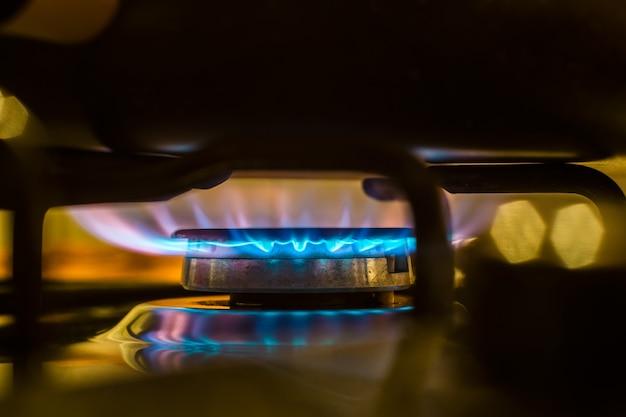 Ogień z kuchenki gazowej