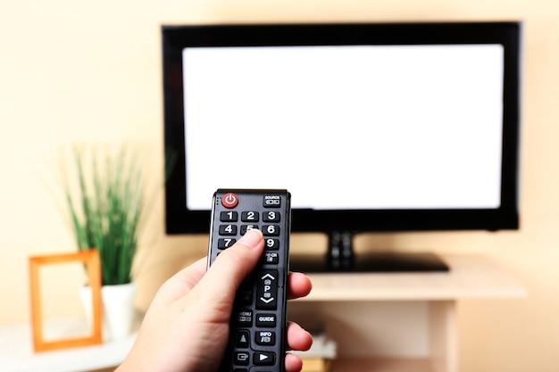 Oglądanie telewizji i używanie pilota