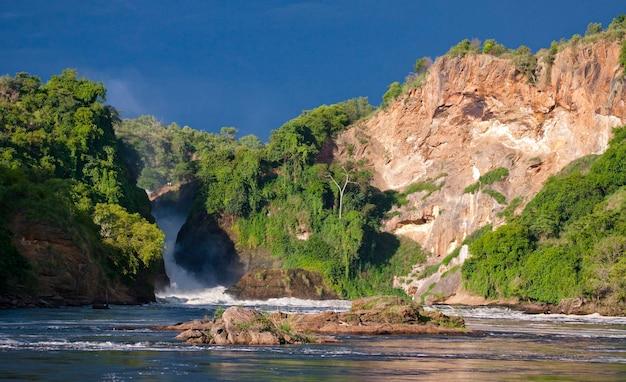 Ogólny widok na malownicze wodospady murchison
