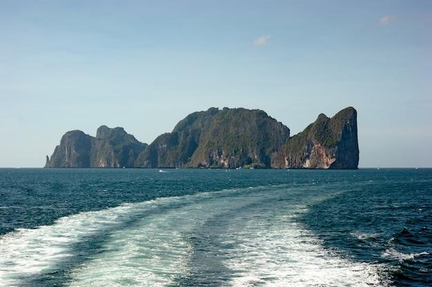 Ogólny widok na tropikalną wyspę