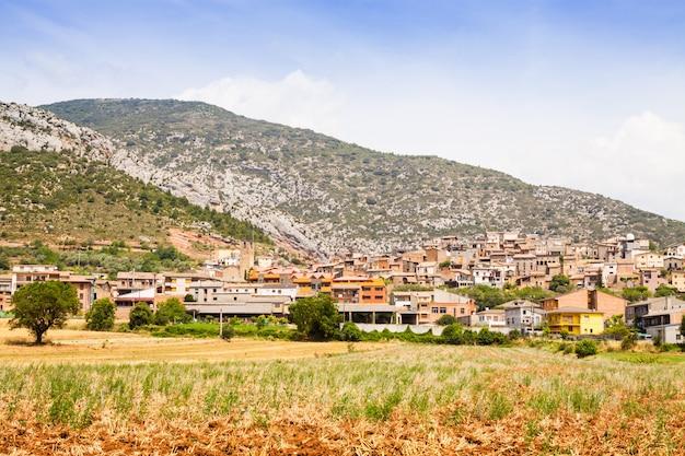 Ogólny widok starej wioski katalońskiej. coll de nargo