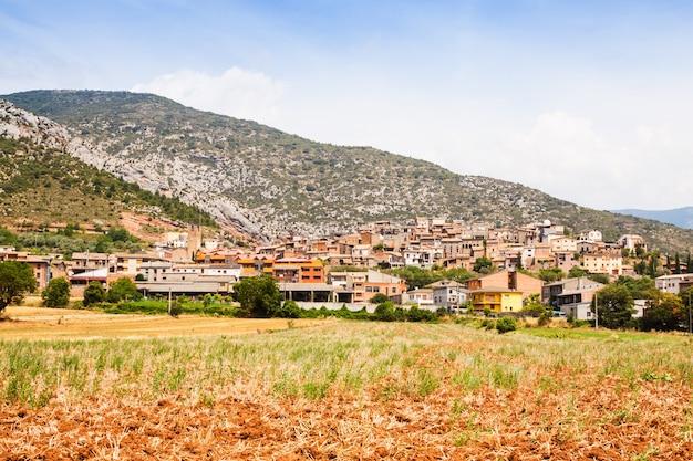 Ogólny widok wioski katalońskiej. coll de nargo