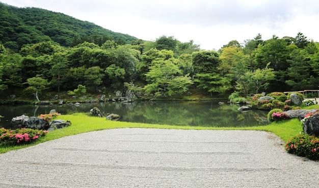 Ogród japoński w kioto w japonii