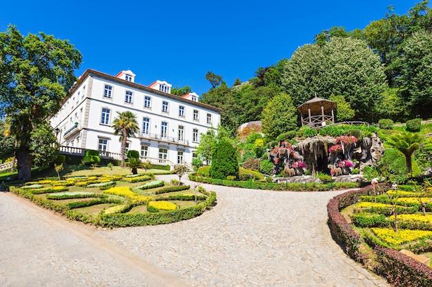 Ogród w bom jesus do monte to portugalskie sanktuarium niedaleko bragi w portugalii