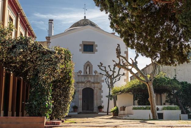 Ogród w kaplicy św. krystyny patronki miasta lloret de mar