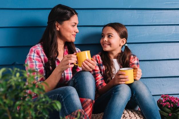 Ogrodnictwo koncepcja z matką i córką