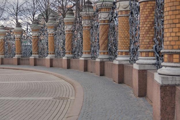 Ogrodzenie ogrodu michajłowskiego ze strony kościoła zbawiciela na rozlanej krwi