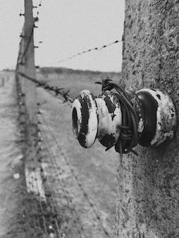 Ogrodzenie z drutu kolczastego w auschwitz