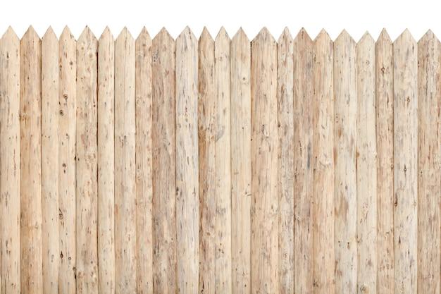 Ogrodzenie z palisady. nieobrobione drewno. izolować