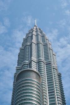 Ogromny budynek biurowy