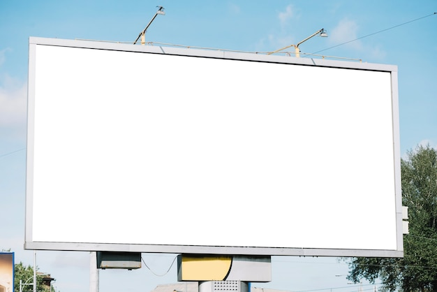Ogromny pusty billboard