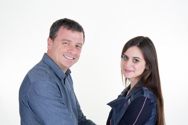 Ojciec i córka razem na białym tle na białej dekoracji chanuka