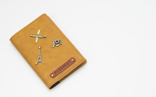 Okładka na paszport na białym tle