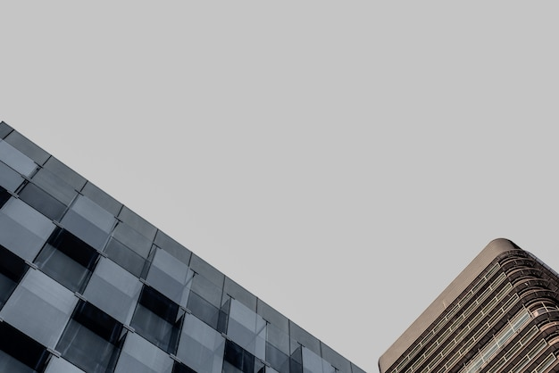 Okna nowoczesnej architektury budynku