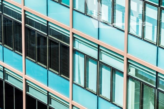 Okna z niebieskim cristal