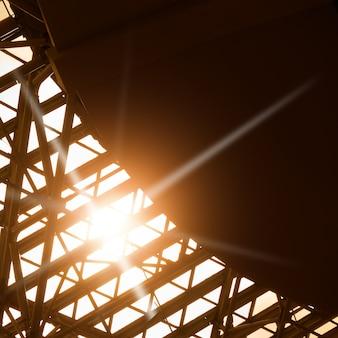 Okno dachowe - abstrakcyjne tło architektoniczne z miejscem na tekst