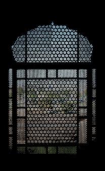 Okno wewnątrz meczetu badshahi