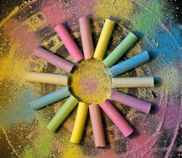 Okrąg z kolorowej kredy