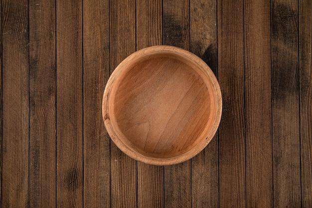 Okrągła brązowa pusta naturalna drewniana miska