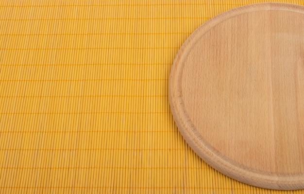 Okrągła drewniana deska do krojenia