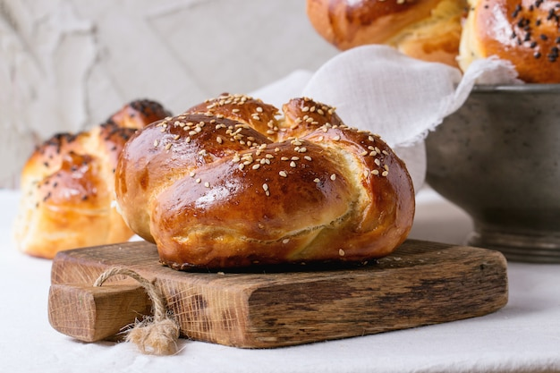 Okrągły chleb chałki