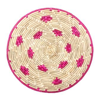 Okrągły splot rattanowy palmowy bambusowy wiklinowy podkład stołowy na białym tle