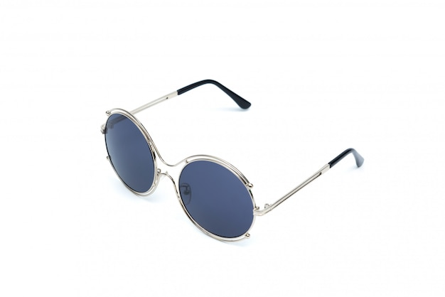 Okregów okulary przeciwsłoneczni odizolowywający na białym tle.