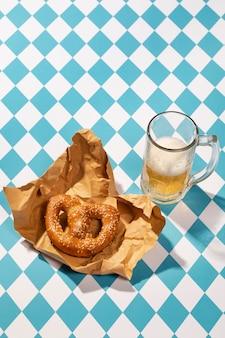 Oktoberfest aranżacja z pysznym preclem