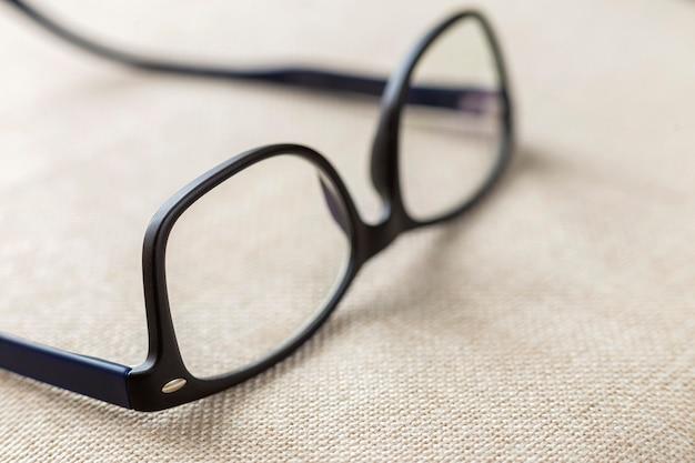 Okulary do czytania, modne okulary na niewyraźne białe miejsce.